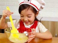 小宝宝其实也可以开展厨房教育
