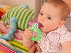 给宝宝挑选玩具并非越新奇越好