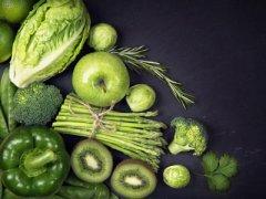 不同年龄段的人应该偏重吃何类食物?